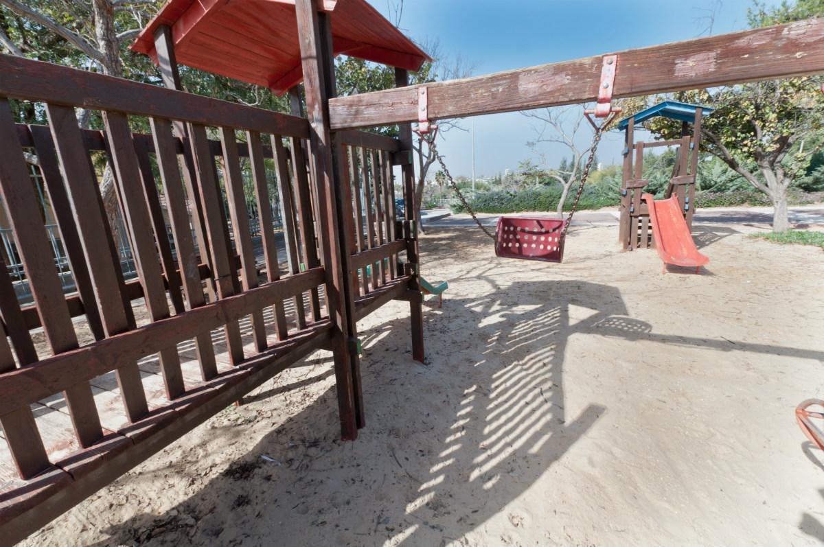 גן משחקים לילדים בצמוד לבית הארחה מכבים